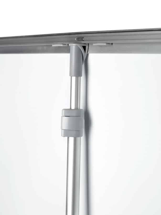 Expolinc Roll Up Compact - Mithilfe der Teleskopstange können unterschiedliche Grafikhöhen verwendet werden.